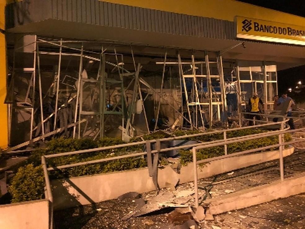 Criminosos atacam três bancos e base da PM em São Bento do Sapucaí — Foto: Vanguarda Repórter