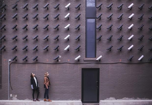 Especialistas apontam as questões éticas envolvidas no uso de tecnologias de reconhecimento facial por órgãos governamentais ao redor do mundo (Foto: Pexels)