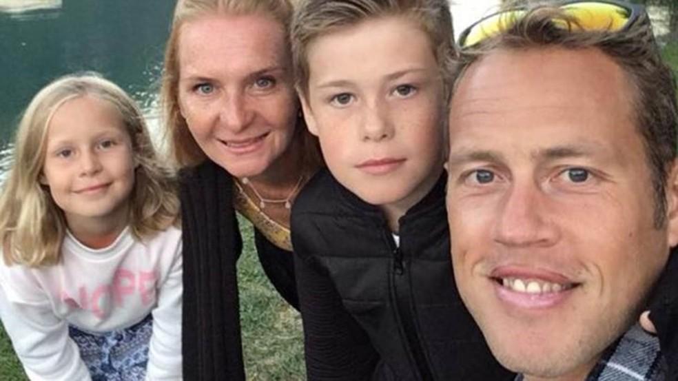 Debbie diz que toda a família está feliz em comer o mesmo que ela — Foto: BBC