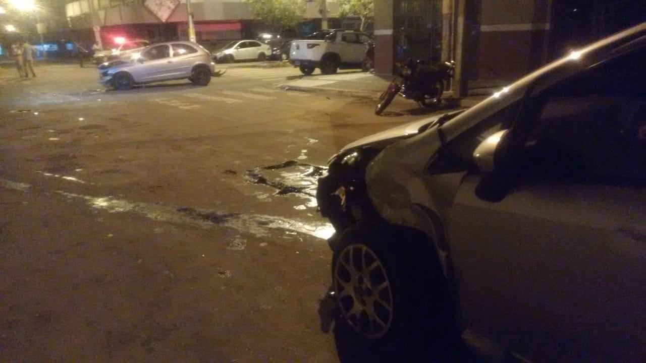 Dupla é presa após roubar carro, fazer arrastão e causar acidente durante fuga - Radio Evangelho Gospel