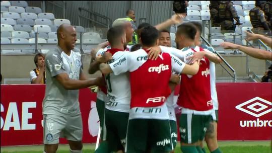 """Provocação a Sassá? Em vitória sobre o Cruzeiro, Dudu comemora gol do Palmeiras com """"sarrada"""""""
