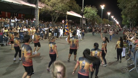 Carnaval fora de época de Uruguaiana começa nesta quinta com política na avenida