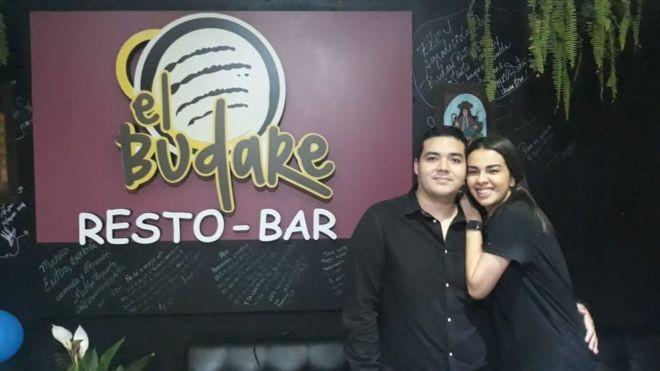 Brayan Ching e Jessica Cochrane entraram no Peru como turistas e, em pouco tempo, abriram um restaurante que hoje vive lotado (Foto: CORTESÍA OSCAR PÉREZ)