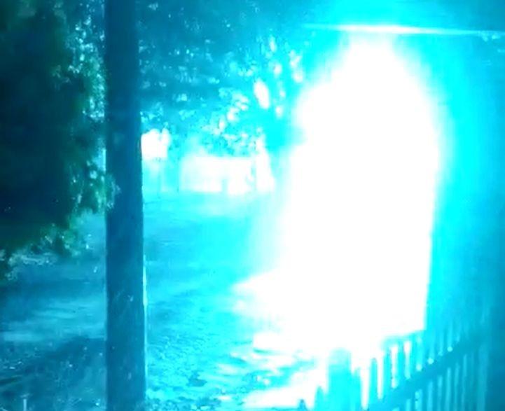 Transformador explode durante chuva em Bariri e parte da cidade fica sem energia; VÍDEO