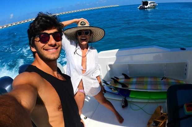 Deborah Secco e Hugo Moura curtem passeio de barco nas Maldivas (Foto: Reprodução/Instagram)