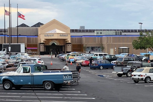 O set de filmagem no shopping Gwinnett Place Mall, conhecido na ficção como Starcourt Mall em Stranger Things (Foto: Myridd Wells)