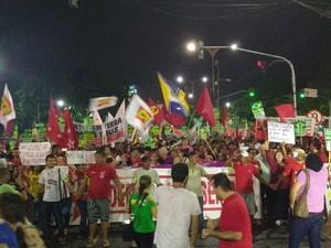 Passeata saiu de São Brás às 19h. Ato reuniu cerca de 20 mil pessoas, segundo organizadores (Foto: Alexandre Yuri/G1 PA)