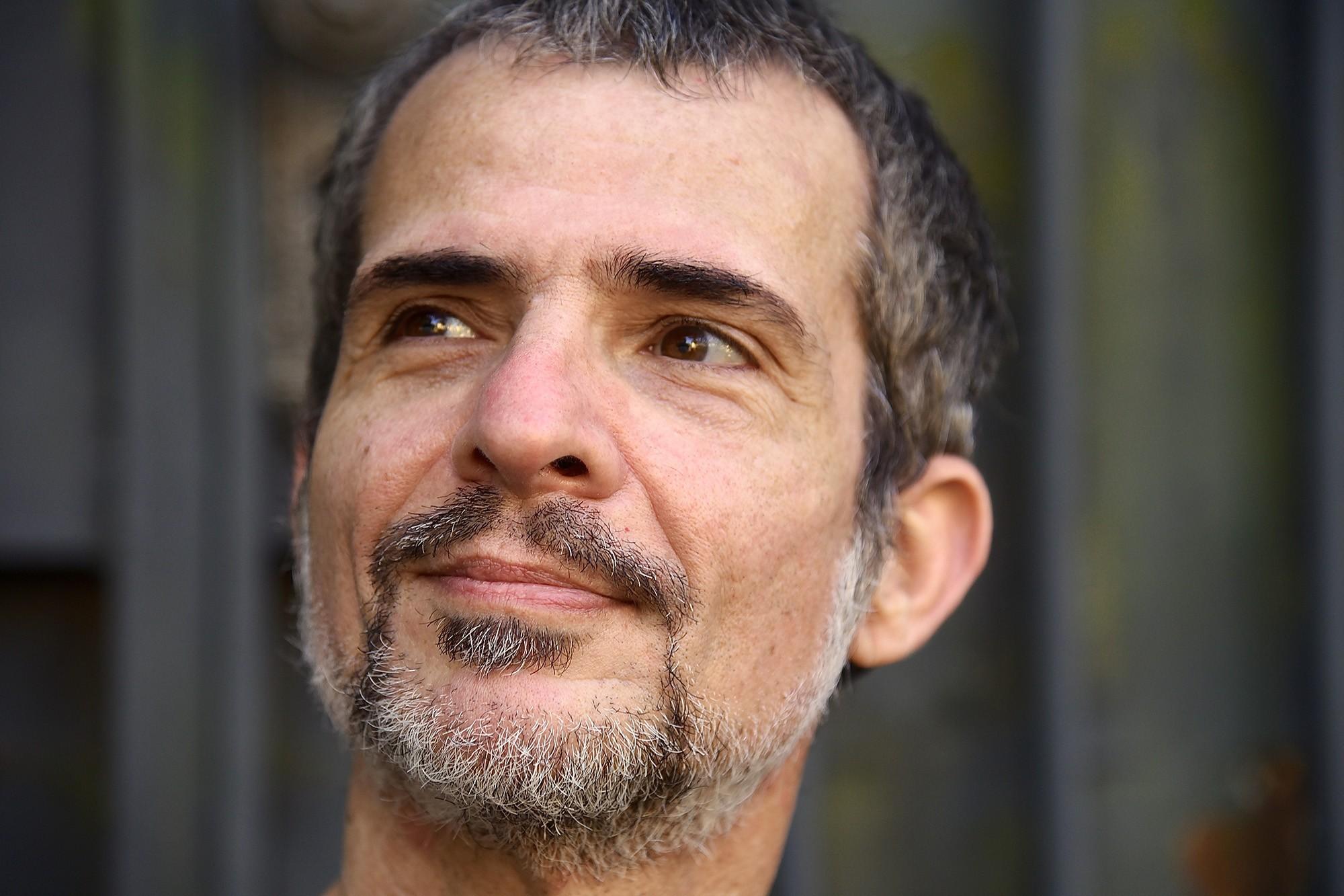 Humberto Effe apresenta 'Frágil', música composta sob efeito do isolamento social