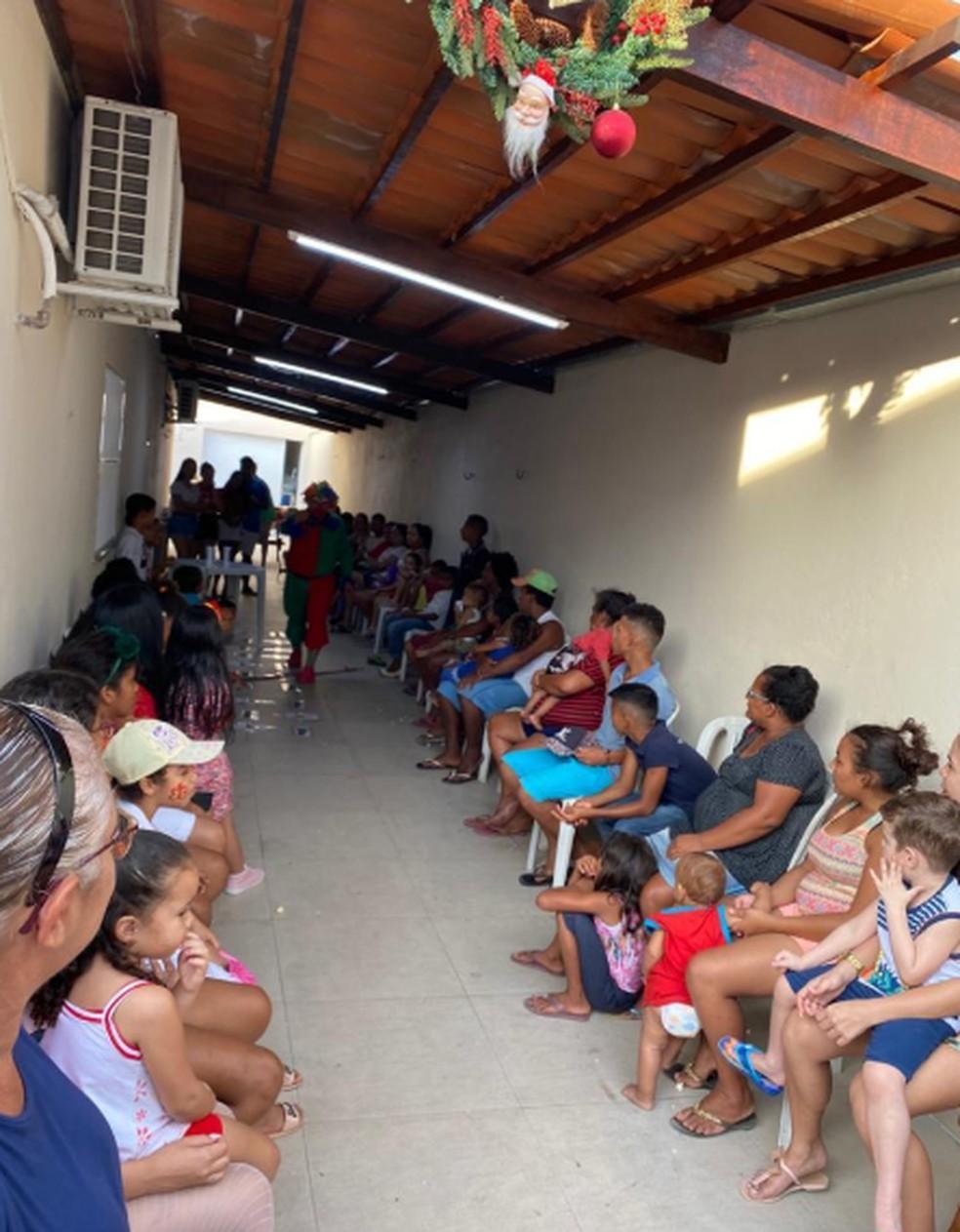 Festa reuniu 40 crianças na residência da comerciante Elvirene Valério, em Pajuçara, em Maracanaú. Houve brincadeiras e entrega de presentes. — Foto: Elvirene Valério