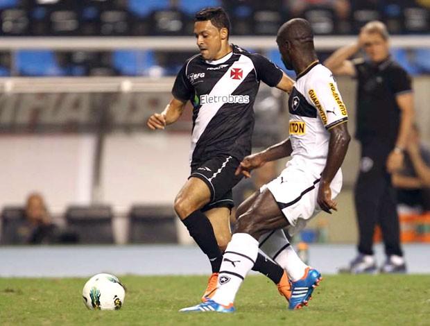 Eder Luis e Seedorf, Vasco x Botafogo (Foto: Marcelo Sadio / Flickr do Vasco)