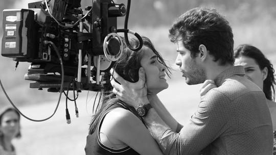 Elenco de 'I Love' grava cenas tensas em lixão. Veja fotos!