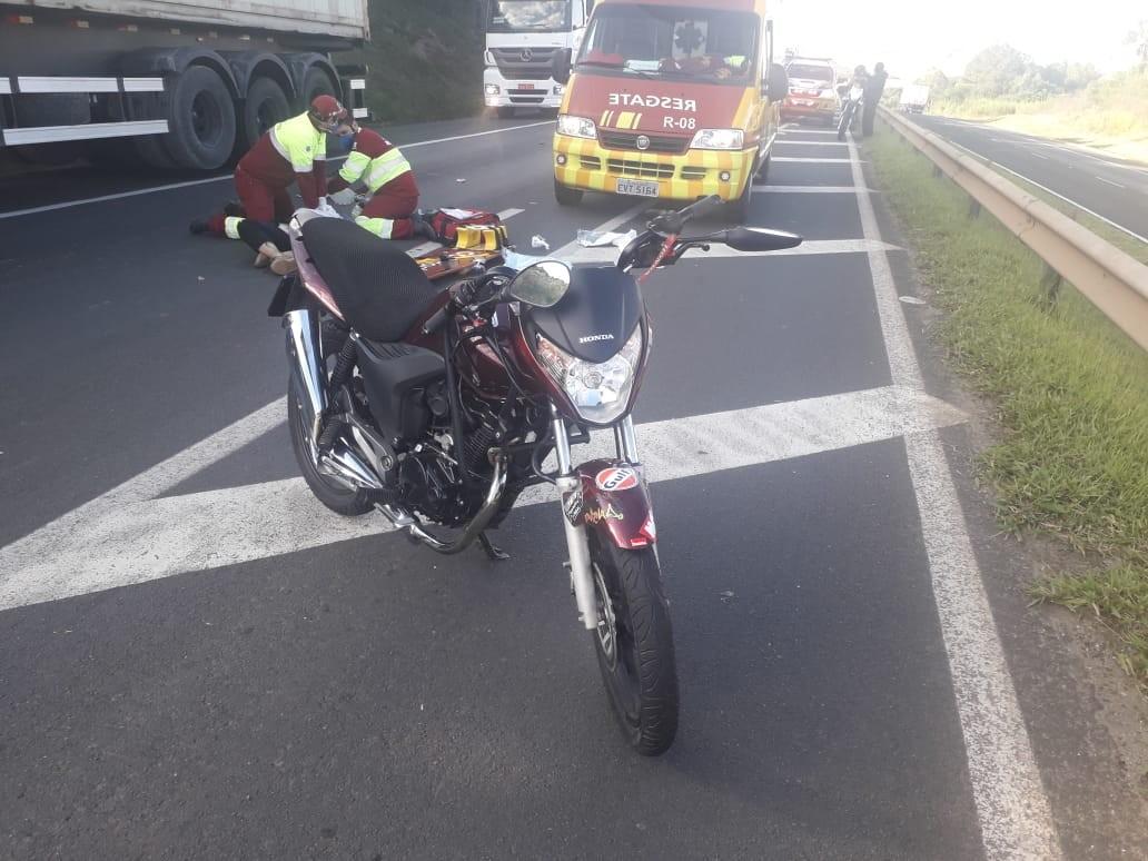 Dois jovens morrem em acidente com moto, na PRC-373