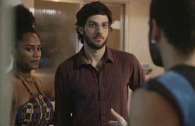 Na quarta (15), Danilo (Chay Suede) vai descobrir que Thelma (Adriana Esteves) armou para que Camila (Jéssica Ellen) engravidasse (Foto: Reprodução)