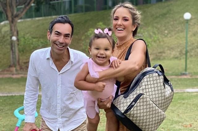 Cesar Tralli e Ticiane Pinheiro com a filha, Manu (Foto: Reprodução/Instagram)
