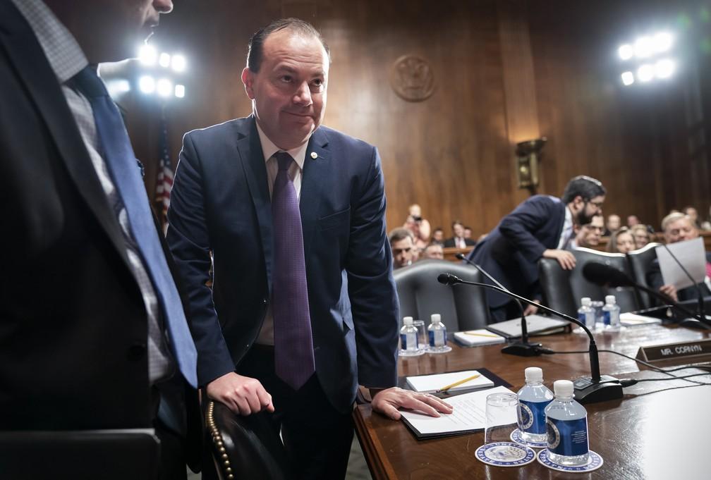 O senador republicano Mike Lee, de Utah, criticou a reunião em que o Congresso foi informado da ação militar de Trump contra o general iraniano Qassem Soleimani. — Foto: J. Scott Applewhite/AP