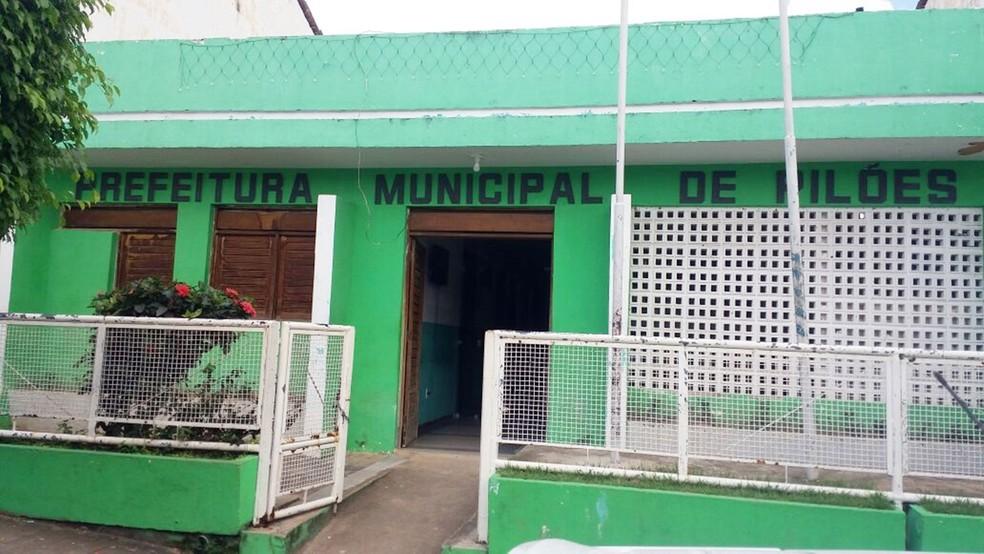 O prefeito de Pilões está em viagem, segundo informação repassada na prefeitura (Foto: Giuliano Roque/TV Cabo Branco)