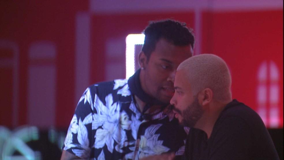 Projota e Nego Di na Festa Amsterdam — Foto: Globo