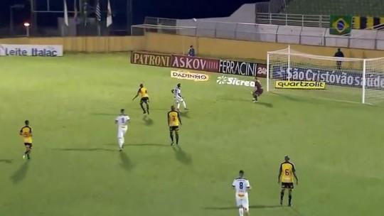 """Da série """"se ele quisesse, jamais conseguiria"""": Edson Silva faz gol contra bizarro em Bragança"""
