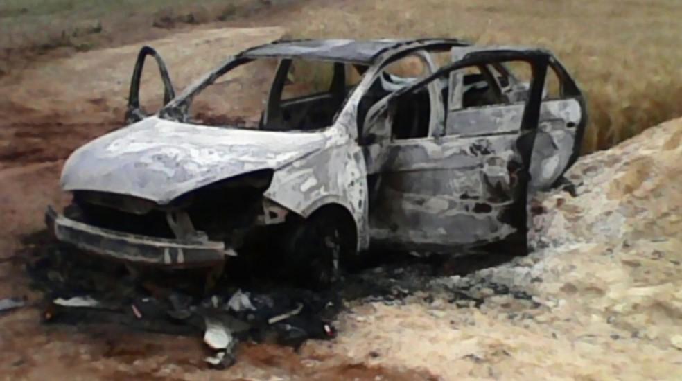 Carro de taxista foi encontrado carbonizado em Conceição do Rio Verde (Foto: Reprodução / Redes Sociais )