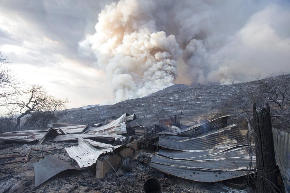 Foto de setembro de 2020 mostra os estragos do incêndio em San Bernardino, na Califórnia, EUA — Foto: Ringo H.W. Chiu/AP/Arquivo