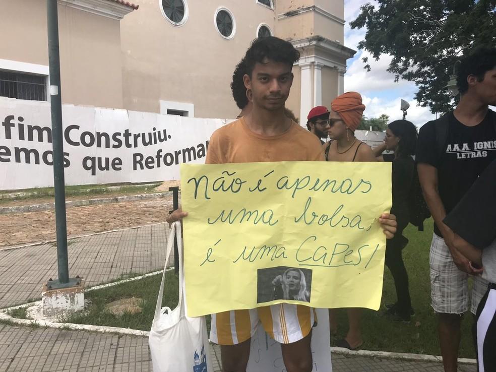 TERESINA, 11h00: manifestantes se reúnem no centro da cidade nesta quinta-feira (30). — Foto: Lorena Linhares/G1
