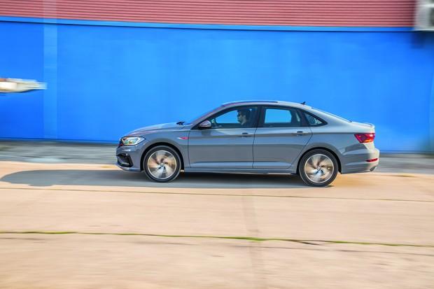 Volkswagen Jetta GLI (Foto: Marcos Camargo/Autoesporte)