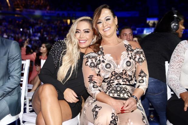 Rafaella Santos e a mãe, Nadine  (Foto: Manuela Scarpa e Marcos Ribas/Brazil News)