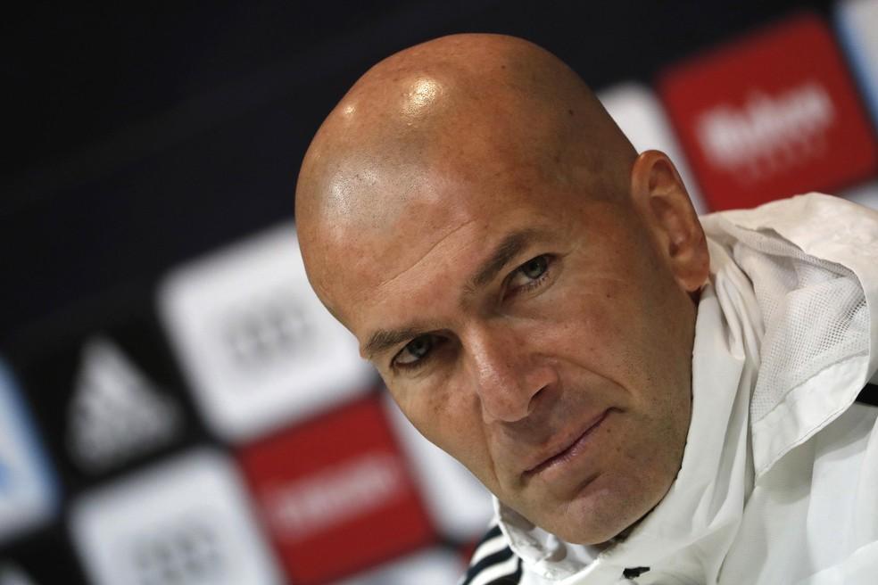 Zidane na entrevista coletiva do Real Madrid — Foto: EFE/Javier Lizón