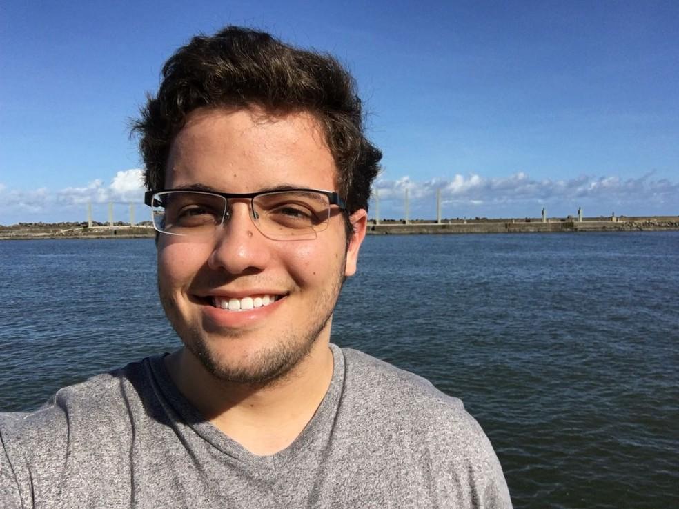 Divino Neto é um dos estudantes pernambucanos que vão estagiar no Facebook, em Londres (Foto: Arquivo Pessoal/Divino Neto)