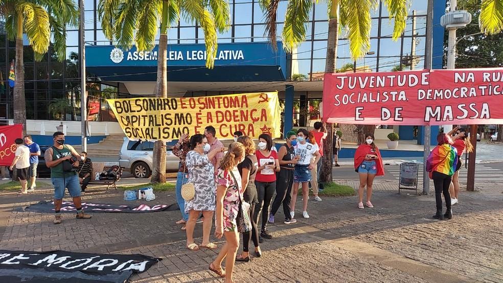 Manifestam se concentram em frente ao Palácio Rio Branco, às 16h31 — Foto: Murilo Lima/ Rede Amazônica