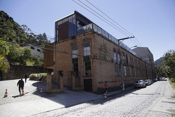 A fábrica da Bohemia fica no centro de Petrópolis