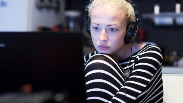 Focar nas consequências negativas de não concluir a atividade também pode funcionar (Foto: ALAMY via BBC)