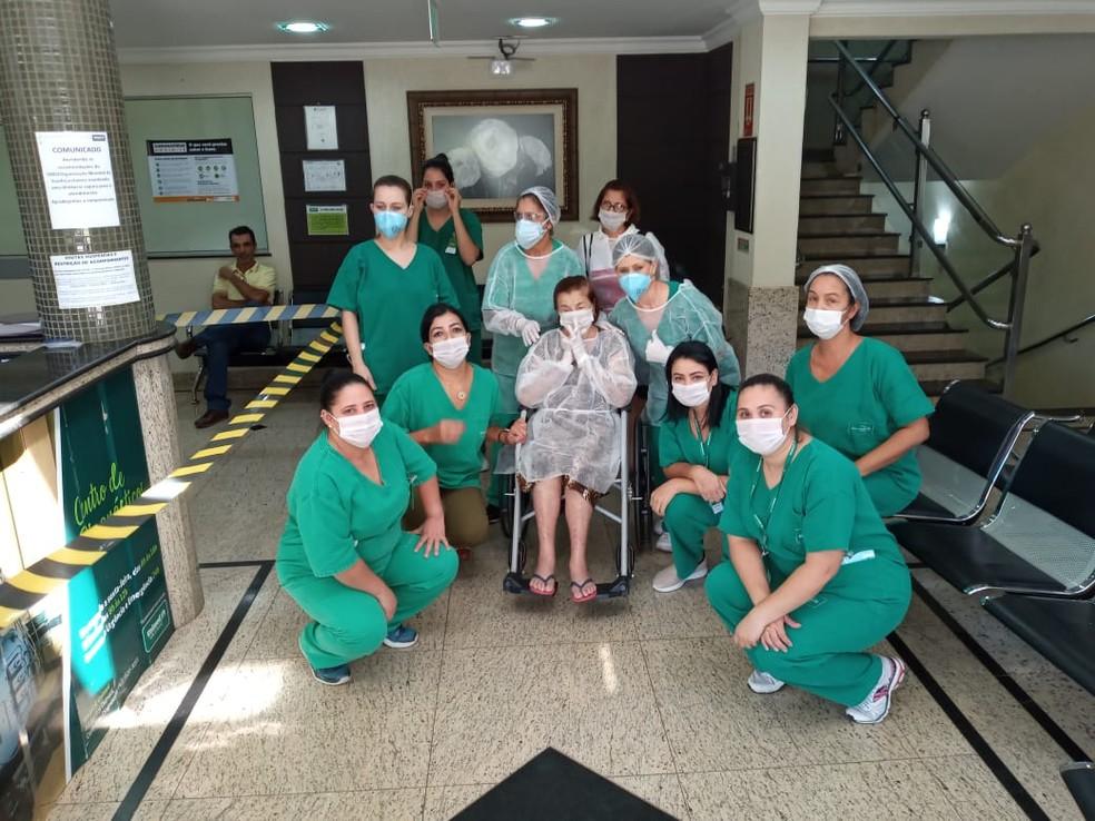 Vitalina agradeceu o cuidado médico da equipe do hospital — Foto: Vitalina dos Santos/Arquivo pessoal