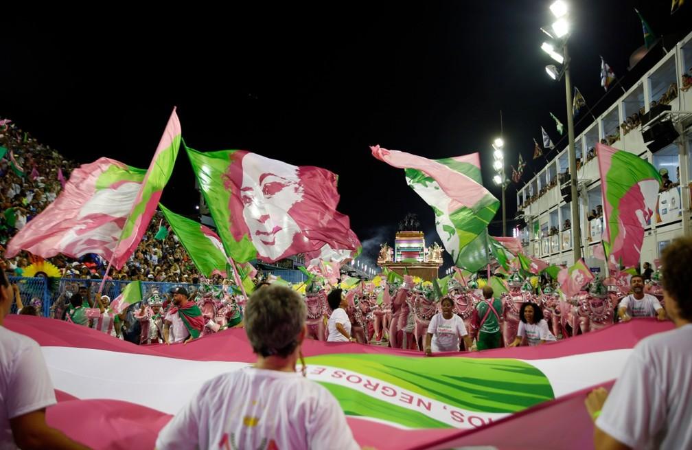 Última ala do desfile da Mangueira — Foto: Marcos Serra Lima/G1