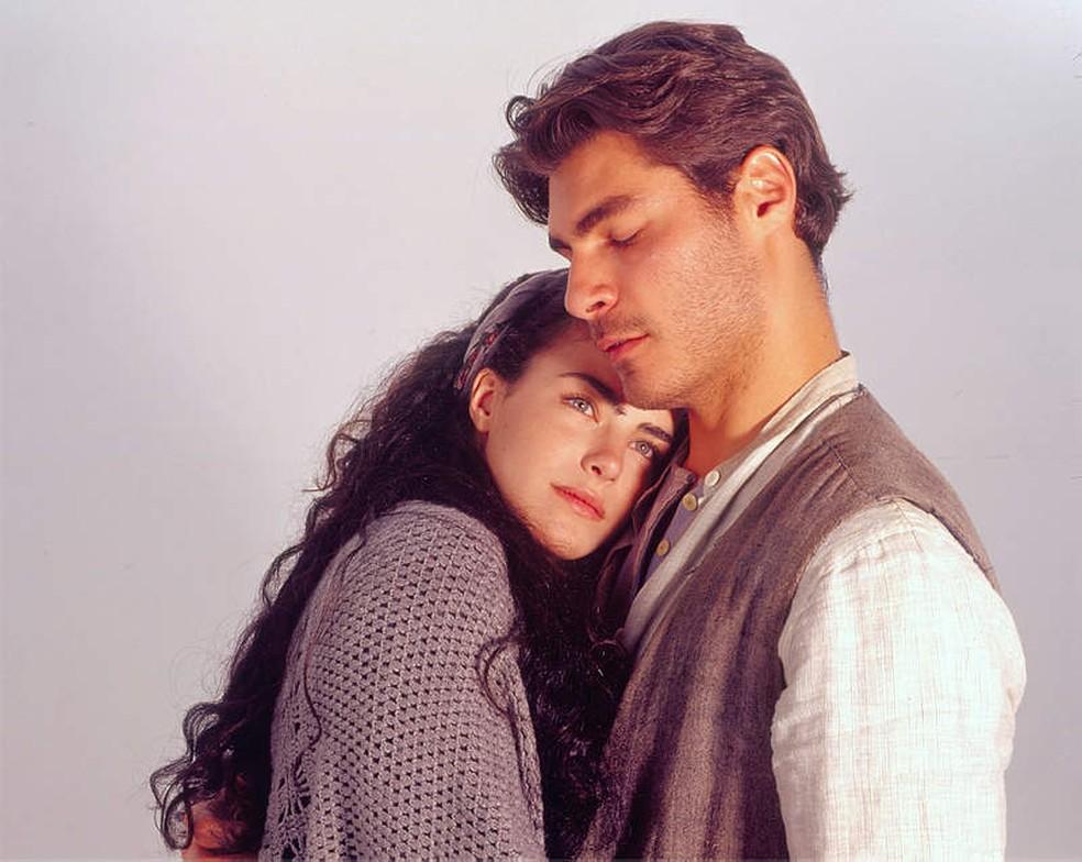 Matteo (Thiago Lacerda) e Giuliana (Ana Paula Arósio) protagonizaram 'Terra Nostra'. — Foto: Acervo/TV Globo