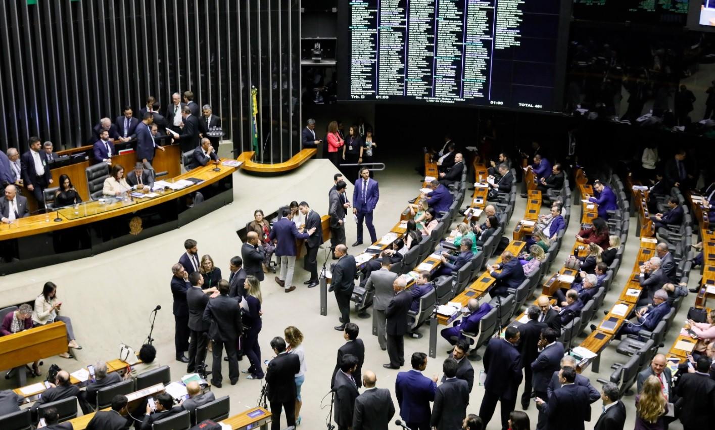 Câmara aprova projeto que permite posse de arma em toda a propriedade rural - Notícias - Plantão Diário