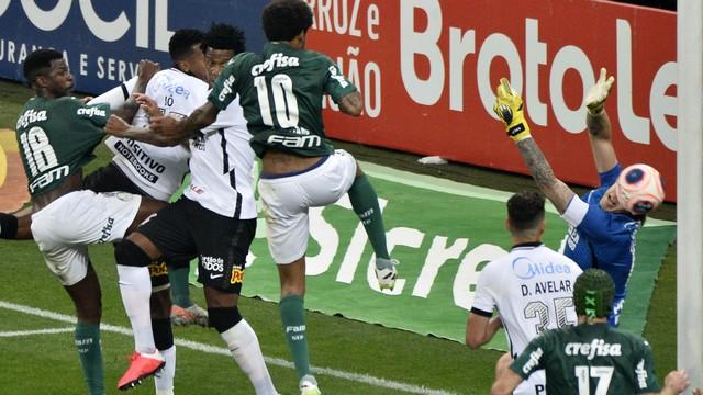 Corinthians e Palmeiras fizeram jogo truncado nesta quarta
