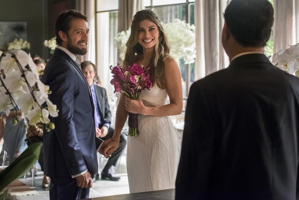 Casamento de Livia (Grazi Massafera) e Renato (Rafael Cardoso) (Foto: Globo/Cesar Alves)