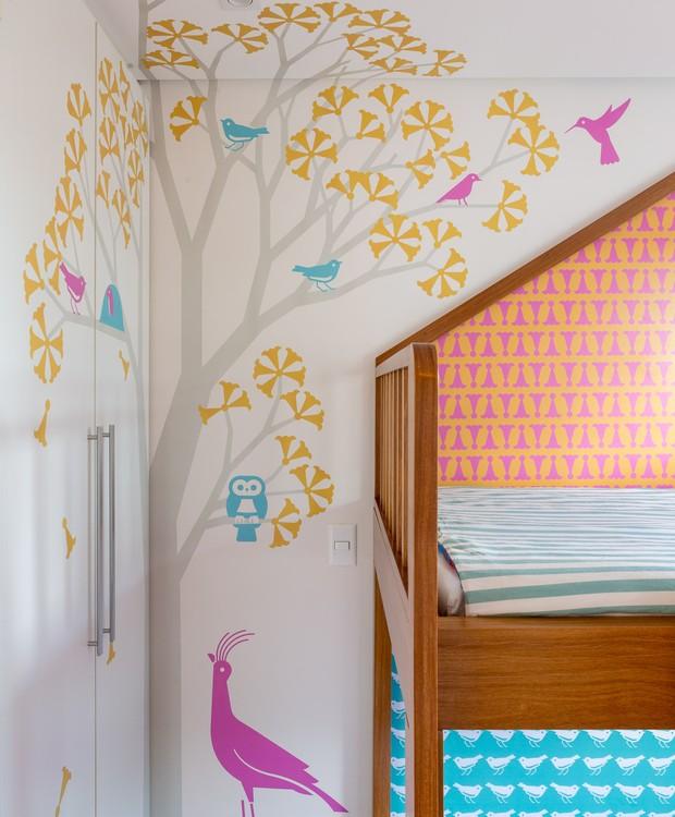 O desenho do designer André Gonzales aparece no ipê amarelo particular dos irmãos e nos papéis de parede exclusivos (Foto: Joana França)