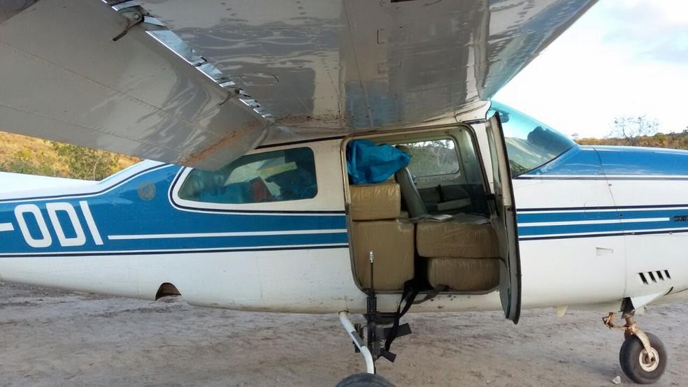 Polícia Federal estima que o avião apreendido em Pedra Branca continha cerca de 360 quilos de droga (Foto: Polícia Federal/Divulgação)