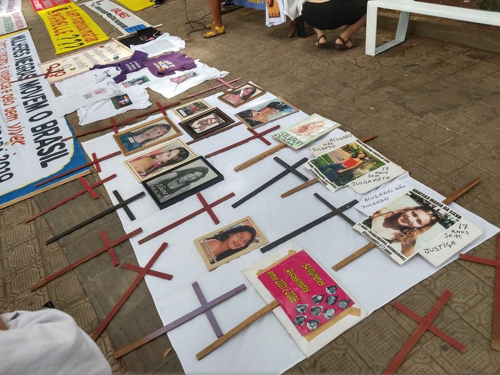 Ato expõe imagens de mulheres vítimas de feminicídio no Cariri em novembro de 2019 — Foto: Toni Sousa/Arquivo pessoal