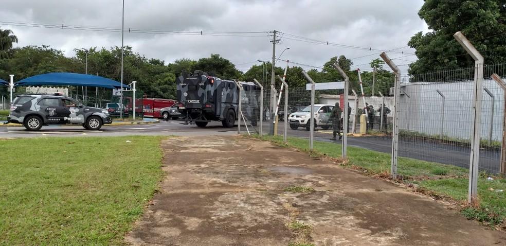 Movimentação de forças de segurança no Aeroporto de Presidente Prudente  — Foto: Heloise Hamada/TV Fronteira