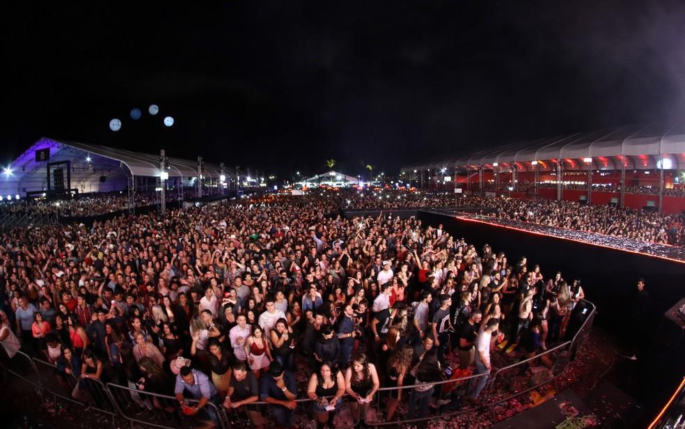 Multidão na última noite do Rodeio de Jaguariúna 2018. — Foto: Pedro Amatuzzi/G1