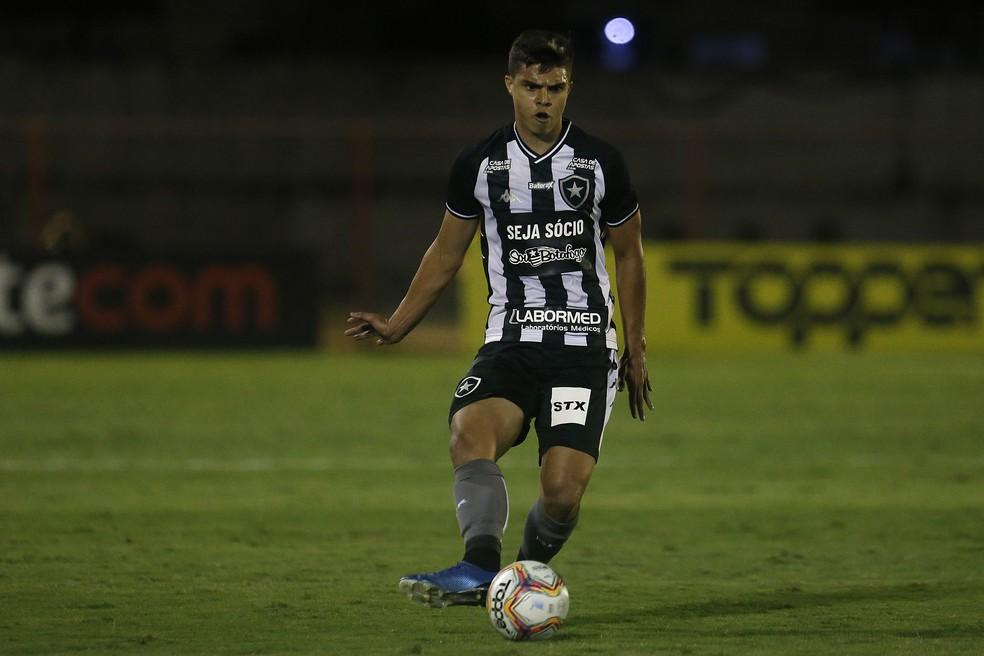 Fernando deixou o clube no ano passado após 34 jogos — Foto: Vitor Silva/Botafogo