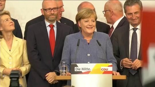 'Formaremos um novo governo', diz Angela Merkel; Schulz admite derrota e AfD comemora ingresso no Bundestag