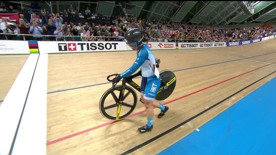 Ciclista de Hong Kong mostra superação e amor ao esporte após queda em prova