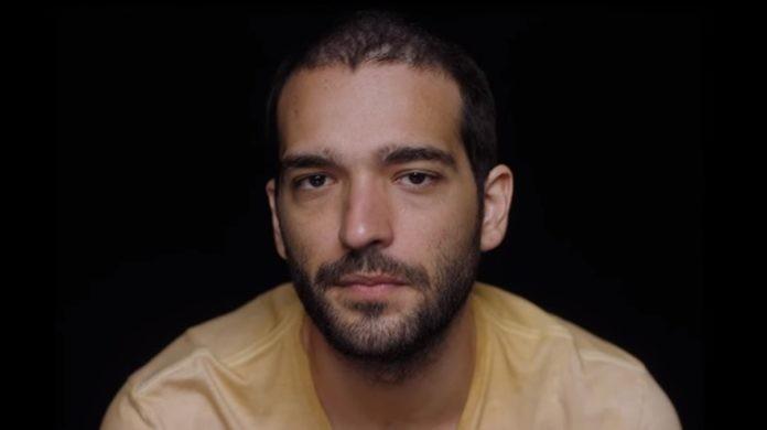Na quinta (5), Domênico/Sandro (Humberto Carrão) será atingido ao proteger Lurdes durante uma troca de tiros (Foto: Reprodução)