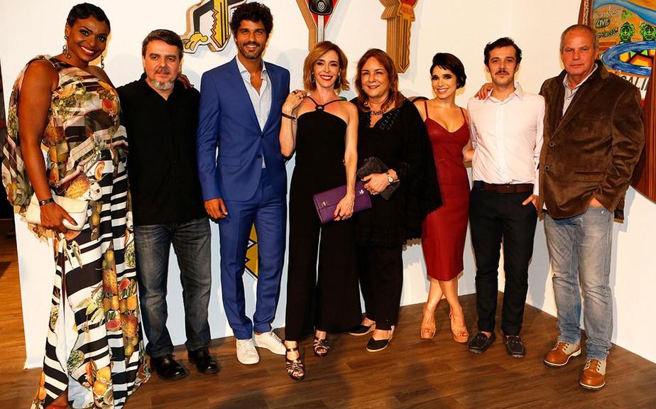 'Tempo de Amar': parte do elenco participa de ação de lançamento da próxima novela das 6