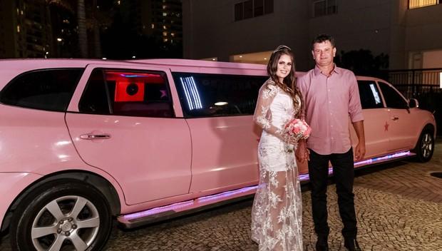 Mariana Linhares chega para casamento com Felipe Vizeu (Foto: Gutho Oliveira)