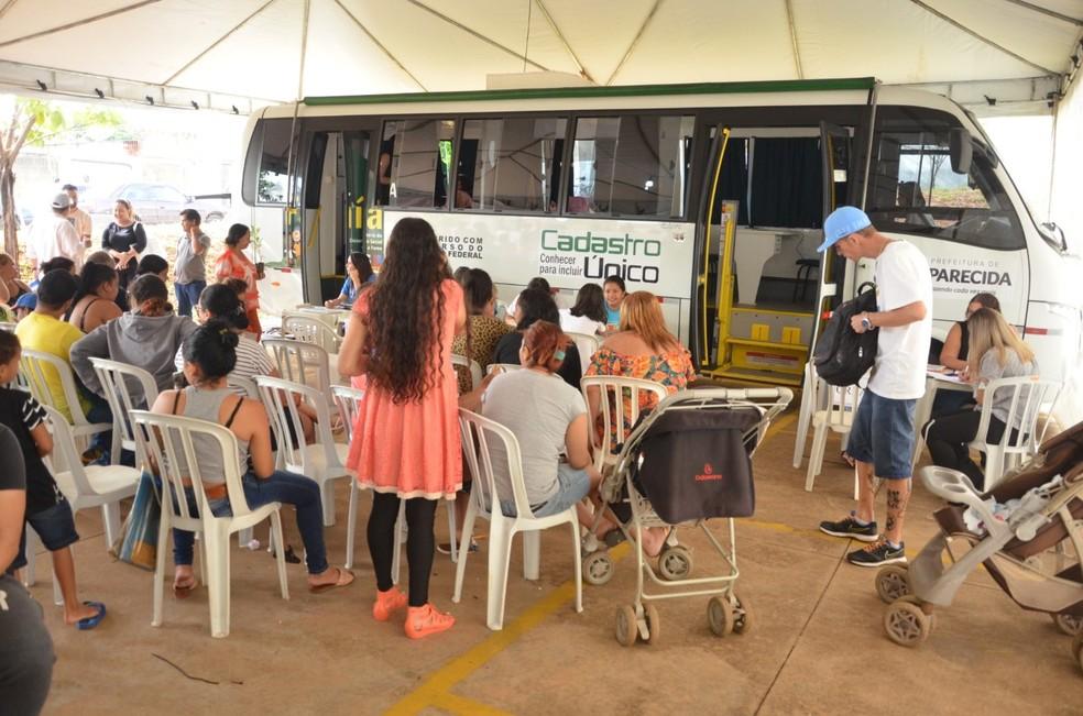 Mutirão de Cadastro Único, no Setor Garavelo, em Aparecida de Goiânia, Goiás — Foto: Claudivino Antunes/Divulgação